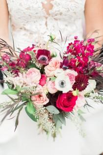wedding photo - Romantic And Organic Wedding With Bold Floral Decor - Weddingomania