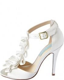 wedding photo - Beautiful Combination - White Wedding Shoes And Short Wedding Dress Post_155