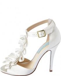 wedding photo - Beautiful Combination - White Wedding Shoes And Short Wedding Dress Post_155