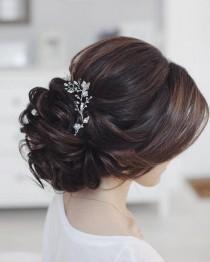 wedding photo - This Beautiful Bridal Updo Hairstyle Perfect For Any Wedding Venue