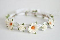 wedding photo - White daisy flower crown - Daisy Floral crown - Daisies hair wreath - Flower girl halo - Rustic wedding Halo - Bridal hair boho crown