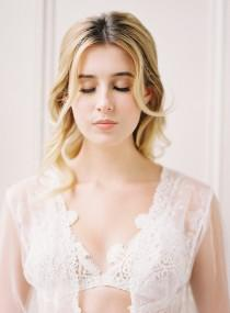 wedding photo - Colorful Spring Picnic Wedding Shoot To Get Inspired - Weddingomania