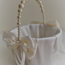 wedding photo - Ivory Pearl Flower Girl Basket  Ivory Wedding Baskets with Pearl handle, Wedding Ceremony Basket  Flower Petals Basket