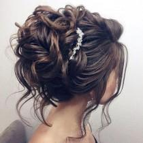 wedding photo - Beautiful Updo Wedding Hairstyle For Long Hair Perfect For Any Wedding Venue