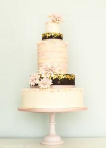 wedding photo - 10 Blush Pink And Gold Wedding Cake Ideas { Romantic And Feminine Wedding Cake }
