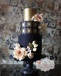 wedding photo - 20 Creative And Colorful Wedding Cakes We Adore