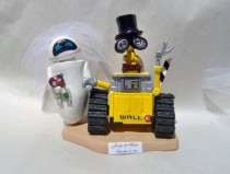 wedding photo - Wall-E and Eve Bride and Groom * Disney Themed Custom Cake Topper