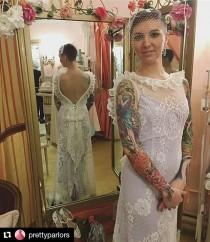 wedding photo - Use a brooch to add instant SPARKLEZ to your wedding dress