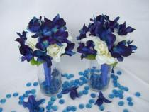 wedding photo - Penny's Bridemaids Bouquet Cream Open Roses, Blue Violet Dendrobium Orchids,Singapore,Galaxy
