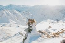 wedding photo - Winter-Elopement-Inspiration in den Bergen - Hochzeitswahn - Sei inspiriert!