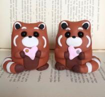 wedding photo - This red panda cake topper is the squee we need today