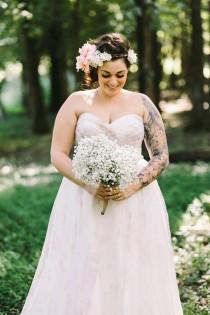 wedding photo - 34 Jaw-Dropping Plus Size Wedding Dresses - Weddingomania