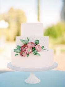 wedding photo - 15 Pretty Ways To Doll Up Your Wedding Cake
