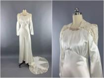 wedding photo - Vintage 1940s Wedding Dress / SATIN STAR / 40s Bias Cut Dress / 1930s Art Deco Ivory Satin & Lace Gown / Size Small to Medium