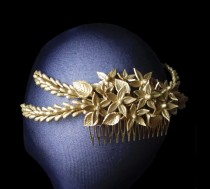 wedding photo - Wedding hair accessory. Gold bridal headpiece. Flower wedding combs. Gold bridal hair comb. Veil fascinator. Bridal hair piece. Vintage comb