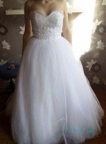 wedding photo - White sweetheart neckline tulle ball gown wedding dress