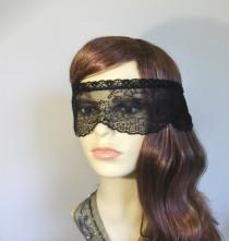 wedding photo - Black lace masquerade mask veil.