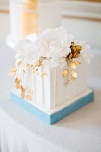 wedding photo - 30 Incredibly Beautiful Gold Wedding Cakes