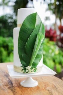 wedding photo - 17 Tropical Wedding Cakes Perfect For Summer Weddings
