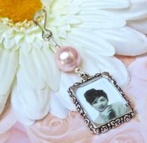 wedding photo - Wedding bouquet photo charm. Handmade photo charm - pink or blue pearl. Bridal bouquet charm. Gift for a bride. Bridal shower gift