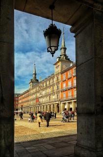 wedding photo - Caminando Por Madrid: La Plaza