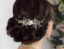 wedding photo - Bridal hair comb Bridal comb Pearl hair comb Wedding Hair piece Bridal headpiece Wedding hair accessories Wedding Hair jewelry Wedding comb - $64.99 USD