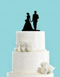 wedding photo - Couple Holding Hands Wedding Cake Topper