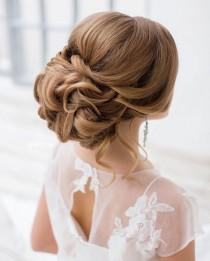 wedding photo - This Beautiful Updo Bridal Hairstyle Perfect For Any Wedding Venue