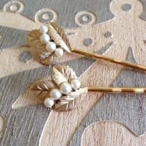 wedding photo - Pearl and brushed gold hair pins, set, something old, bobby pins, 1920s wedding, rustic, vintage jewelry, set, Art Deco, bridesmaid gift