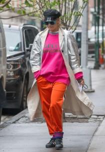 wedding photo - Rita Ora y su explosión de color, peor look de la semana