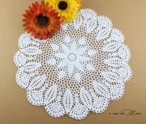 wedding photo - Centrino a uncinetto, doily crocheted, centrino bianco, white doily, regali per le nozze, centrino rotondo, doily round,  handmade