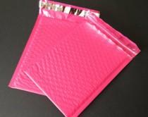 wedding photo - 25 Hot Pink bubble padded mailers. size 0. 6x9. Water resistant and protective Poly Mailers. Boutique mailers.