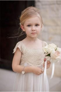 wedding photo - Blumen-Mädchen-Ring Träger - Flower Girl #2177587