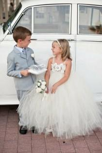 wedding photo - Wedding Photography: 15 Flower Girl And Ring Bearer Ideas