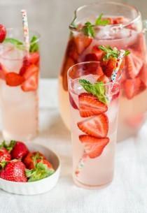 wedding photo - 15 Sparkling Drinks For Spring Entertaining