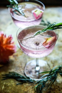 wedding photo - Rose And Tarragon Gin Lemonade