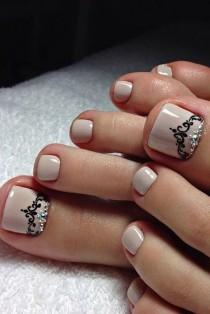 wedding photo - 21 Pretty Toe Nail Designs For Your Beach Vacation