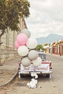 wedding photo - Getaway Wedding Car Decorations Ideas