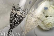 wedding photo - Wedding toasting glasses Black White ideas bride groom flute gold black flutes wedding gold black set Toasting flutes black wedding glasses