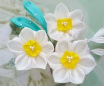 wedding photo - Daffodil Kanzashi Flower Hair Comb