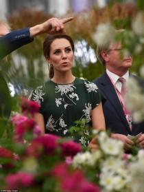 wedding photo - Duchess Of Cambridge Arrives At The Chelsea Flower Show