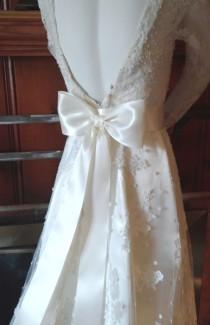 wedding photo - Large Bow Wedding Dress Bow Ivory on a Pin Back,  Big Bow Bridal Gown Bow, Satin Bridal Bow,  Bow Bridesmaids, Flower Girl dress Bow