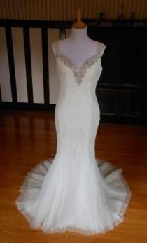 wedding photo - Pronovias $399 Size: 12
