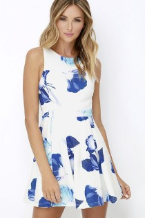 wedding photo - Day And Foliage Blue And Ivory Floral Print Dress
