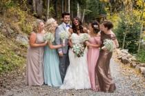 wedding photo - 18 pruebas de que los chicos también pueden ser Damas de Honor