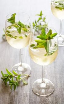 wedding photo - The Hugo: Prosecco, Elderflower & Mint