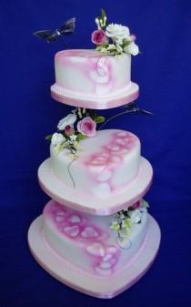 wedding photo - Gentle Hearts Wedding Cake: WOW Cakes By Wendy Broadhead