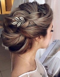 wedding photo - Cute And Easy First Date Hairstyle Ideas