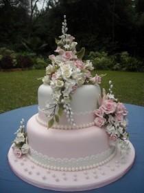 wedding photo - Wedding Cake — Round Wedding Cakes