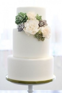 wedding photo - White Wedding Cake with Flower Detail